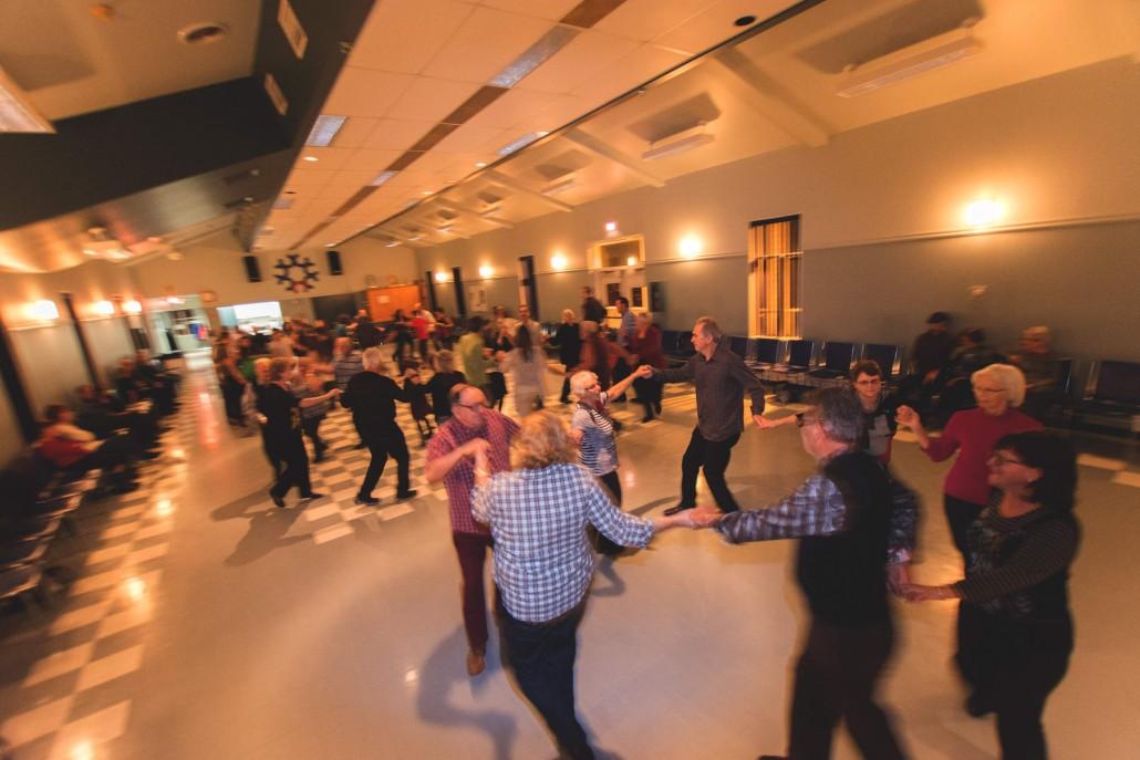 Veillée de danse rassembleuse du concours « Câll » la veillée chez vous ! 2015. Crédit : Guillaume Morin, Les Petits Pas Jacadiens.