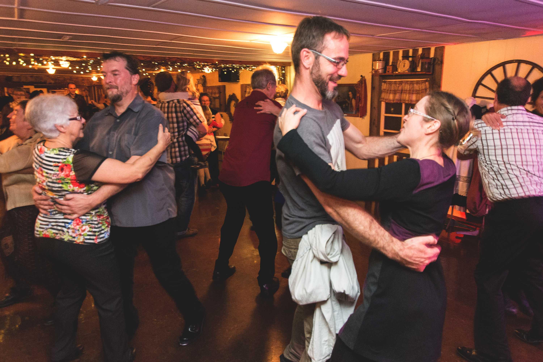 Veillée de danse intergénérationnelle lors de l'événement « Mobilisation 40e »