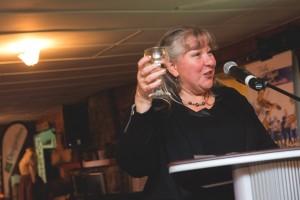 Nathalie Wagner, présidente de Loisir et Sport Lanaudière, lève son verre aux PPJ.