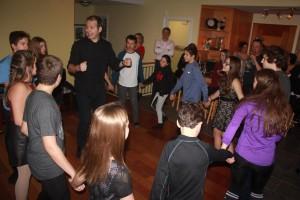 La Tribu amicale rawdonnoise épicurienne (TARÉ) a remporté automatiquement le concours, pour une 2e fois, grâce à sa grande mobilisation de jeunes âgés de 12 à 35 ans à la veillée de danse rassembleuse du 21 novembre dernier.