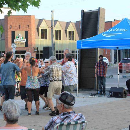 Veillée de danse au centre-ville de Joliette [vente-trottoir]
